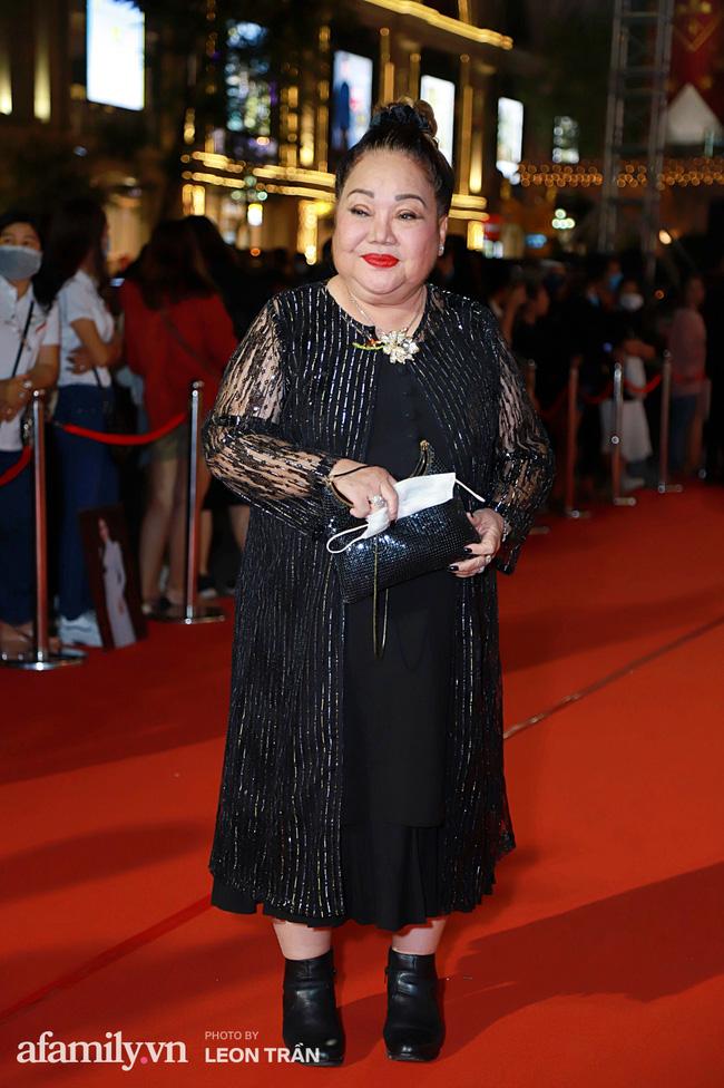 Thảm đỏ lễ trao giải Mai Vàng 26: Nghệ sĩ Hoài Linh gượng cười sau nhiều biến cố, Minh Hằng khoe vòng 1 căng đầy gợi cảm-4