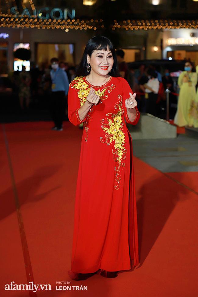 Thảm đỏ lễ trao giải Mai Vàng 26: Nghệ sĩ Hoài Linh gượng cười sau nhiều biến cố, Minh Hằng khoe vòng 1 căng đầy gợi cảm-15