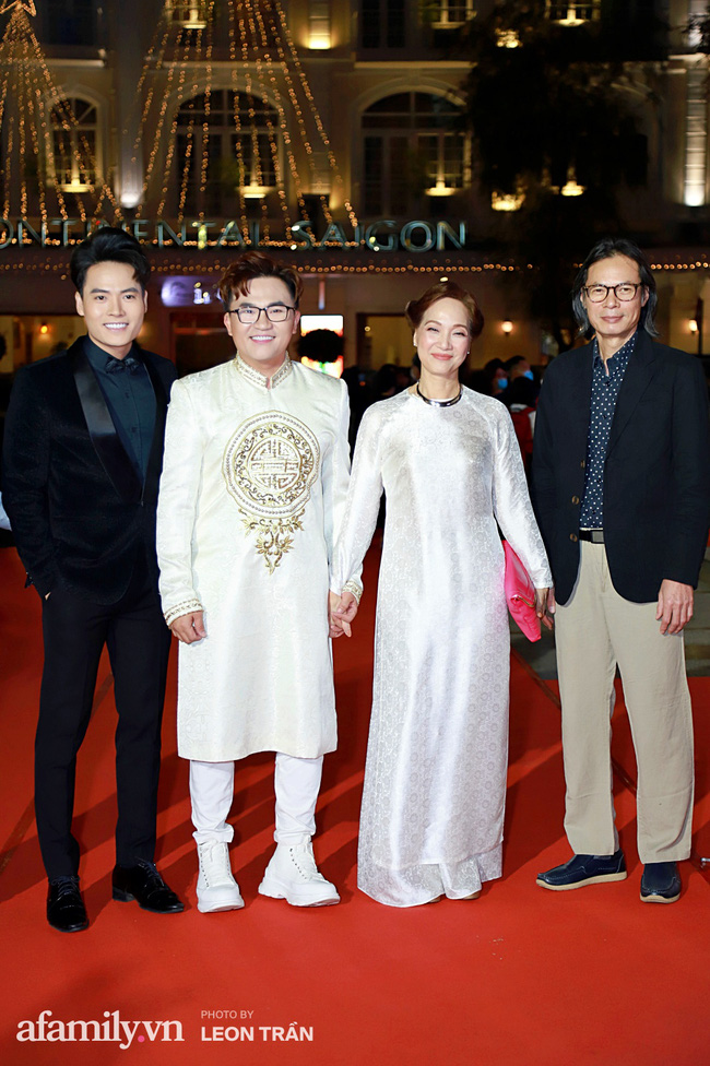 Thảm đỏ lễ trao giải Mai Vàng 26: Nghệ sĩ Hoài Linh gượng cười sau nhiều biến cố, Minh Hằng khoe vòng 1 căng đầy gợi cảm-14