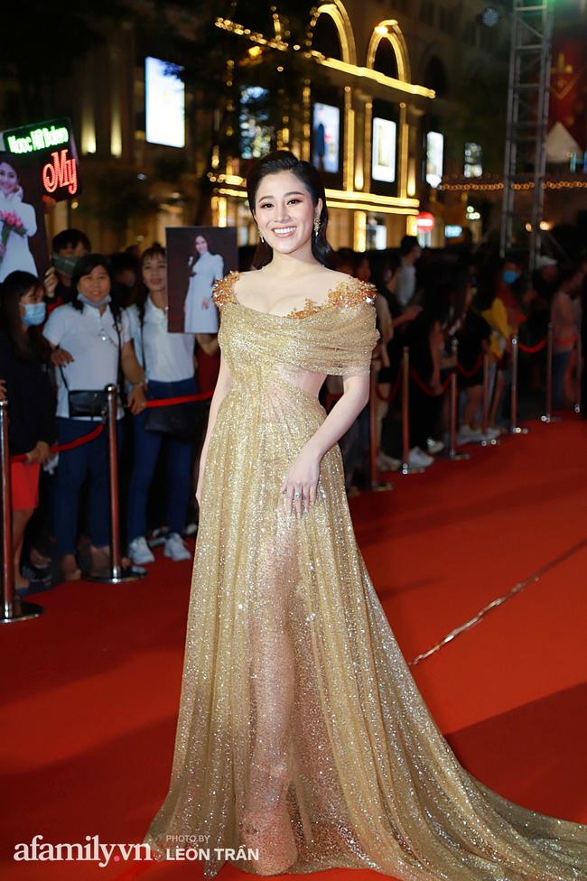 Thảm đỏ lễ trao giải Mai Vàng 26: Nghệ sĩ Hoài Linh gượng cười sau nhiều biến cố, Minh Hằng khoe vòng 1 căng đầy gợi cảm-13