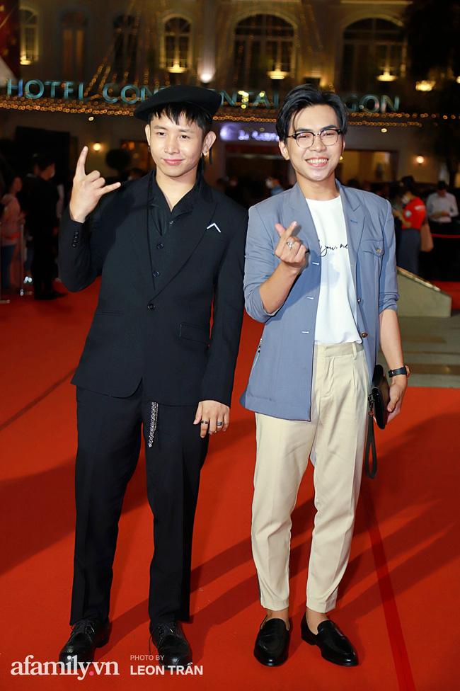Thảm đỏ lễ trao giải Mai Vàng 26: Nghệ sĩ Hoài Linh gượng cười sau nhiều biến cố, Minh Hằng khoe vòng 1 căng đầy gợi cảm-12