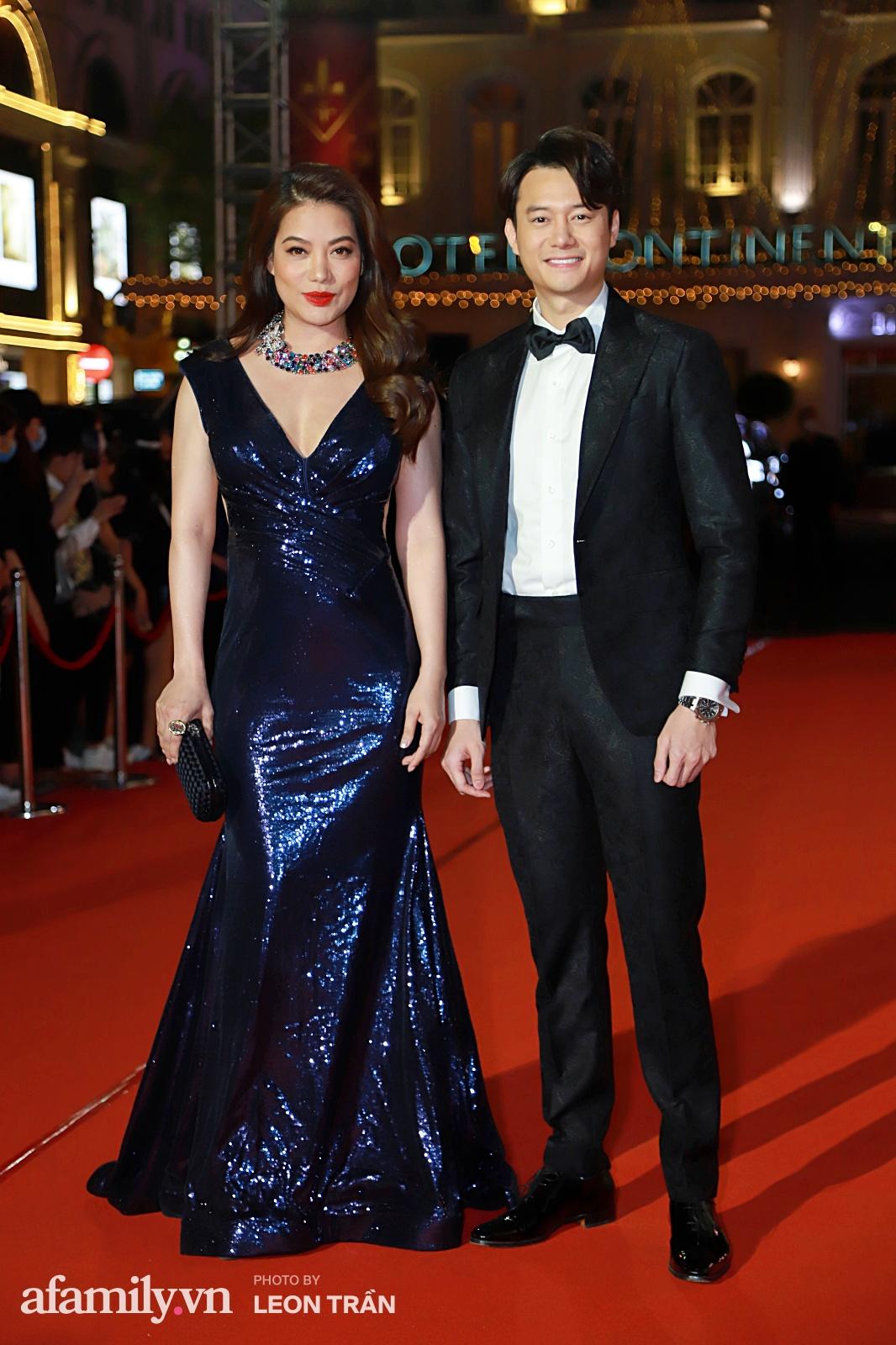 Thảm đỏ lễ trao giải Mai Vàng 26: Nghệ sĩ Hoài Linh gượng cười sau nhiều biến cố, Minh Hằng khoe vòng 1 căng đầy gợi cảm-7