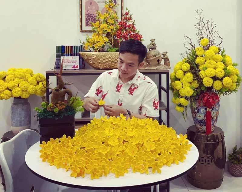 Hoa đào len sợi, giá chục triệu vẫn khó mua chơi Tết-1