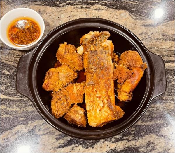 Lã Thanh Huyền đón Tết sớm, bàn ăn toàn món ngon truyền thống, riêng bánh chưng rán hấp dẫnhợp cảnh ngày đônglạnh-3
