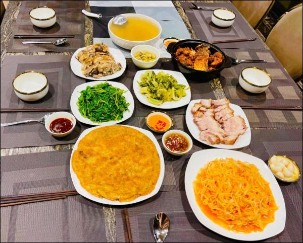Lã Thanh Huyền đón Tết sớm, bàn ăn toàn món ngon truyền thống, riêng bánh chưng rán hấp dẫnhợp cảnh ngày đônglạnh-2