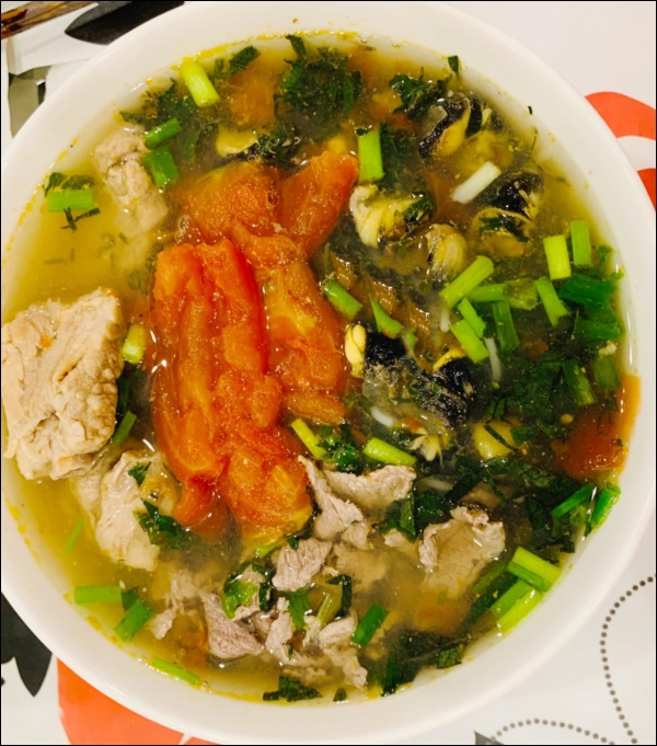 Lã Thanh Huyền đón Tết sớm, bàn ăn toàn món ngon truyền thống, riêng bánh chưng rán hấp dẫnhợp cảnh ngày đônglạnh-7