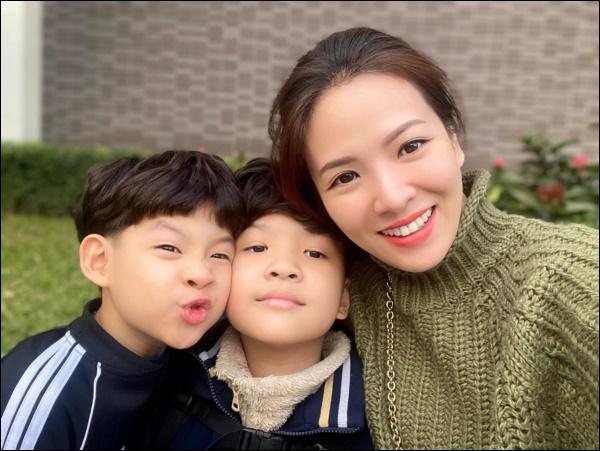 Đẻ 2 con trai như Đan Lê đúng là mát lòng mát dạ, vừa học giỏi lại tình cảm, khéo ăn nói khiến mẹ tan chảy-2