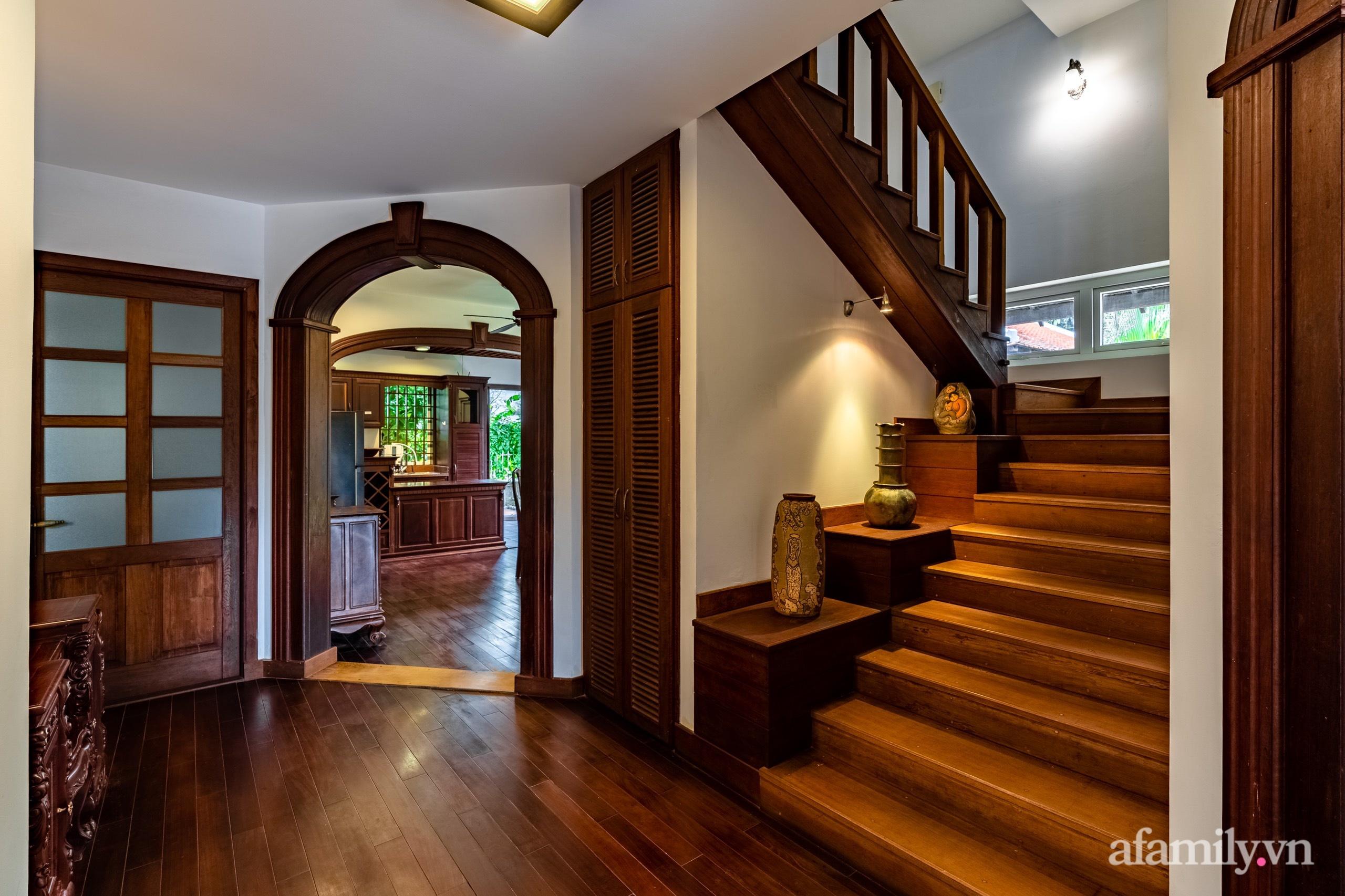 Căn nhà vườn xây 10 năm vẫn đẹp hút mắt với nội thất gỗ và cây xanh quanh nhà ở Nha Trang-21