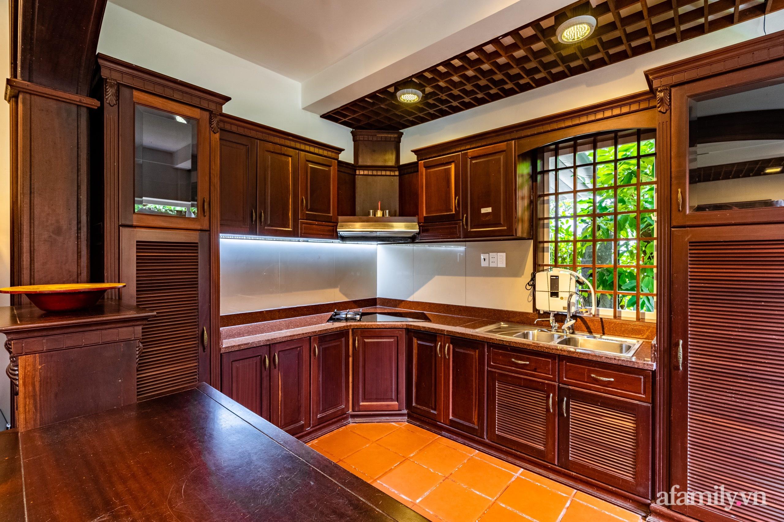 Căn nhà vườn xây 10 năm vẫn đẹp hút mắt với nội thất gỗ và cây xanh quanh nhà ở Nha Trang-12