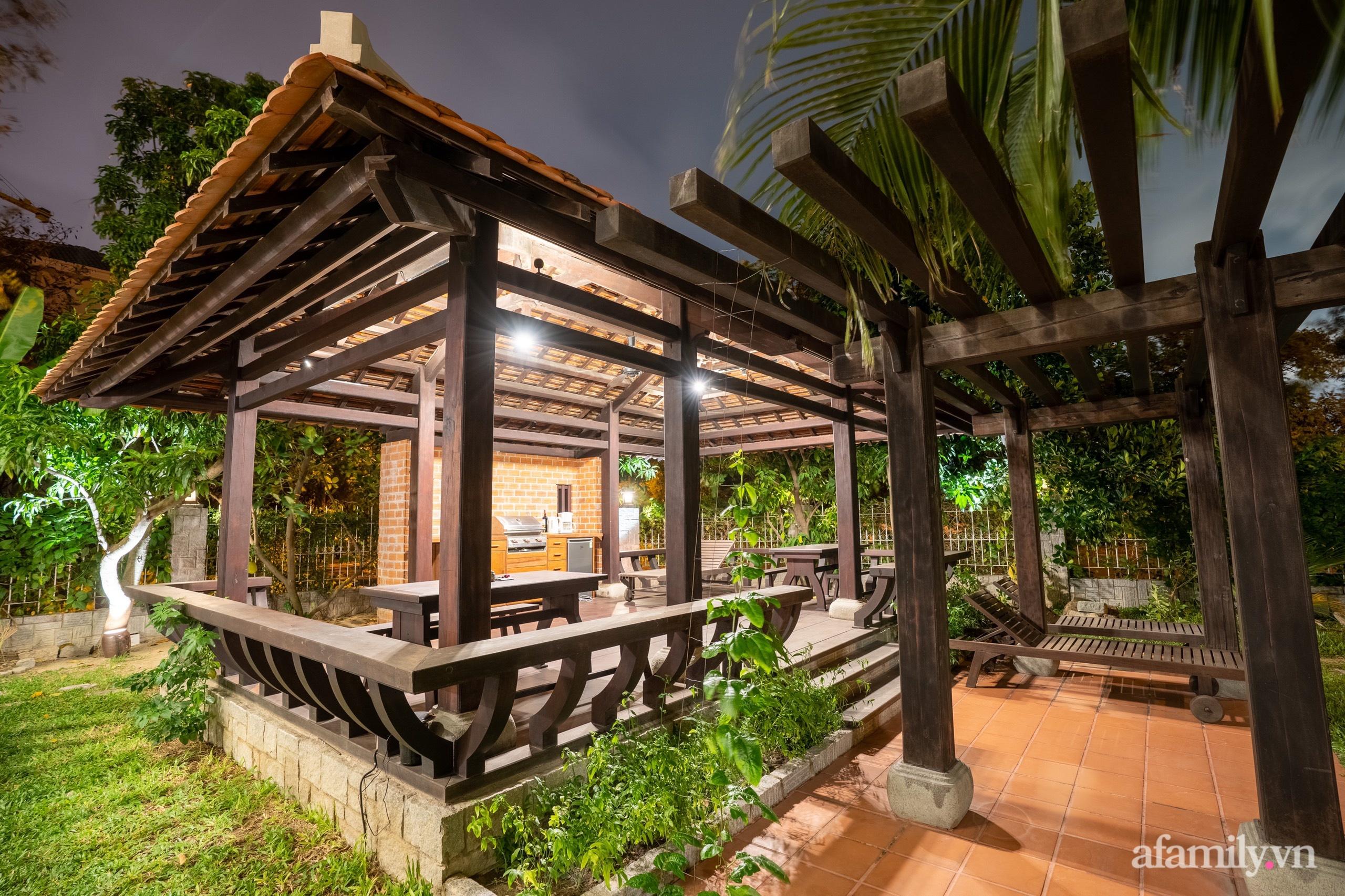 Căn nhà vườn xây 10 năm vẫn đẹp hút mắt với nội thất gỗ và cây xanh quanh nhà ở Nha Trang-5