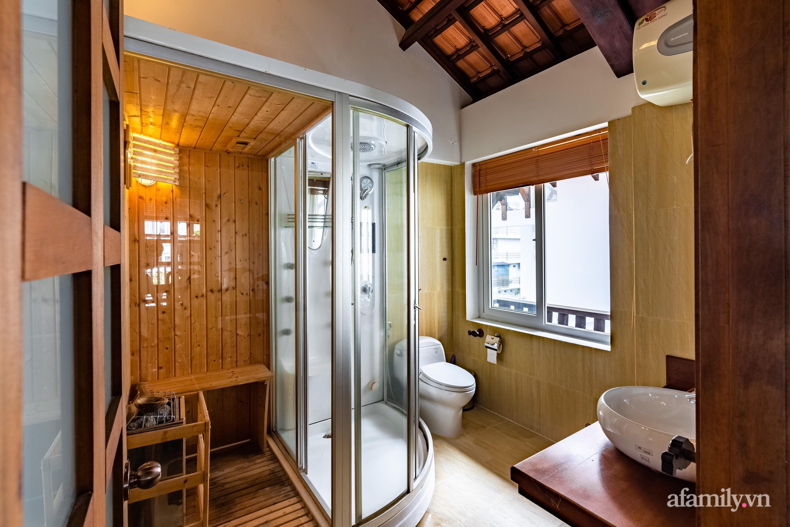 Căn nhà vườn xây 10 năm vẫn đẹp hút mắt với nội thất gỗ và cây xanh quanh nhà ở Nha Trang-22