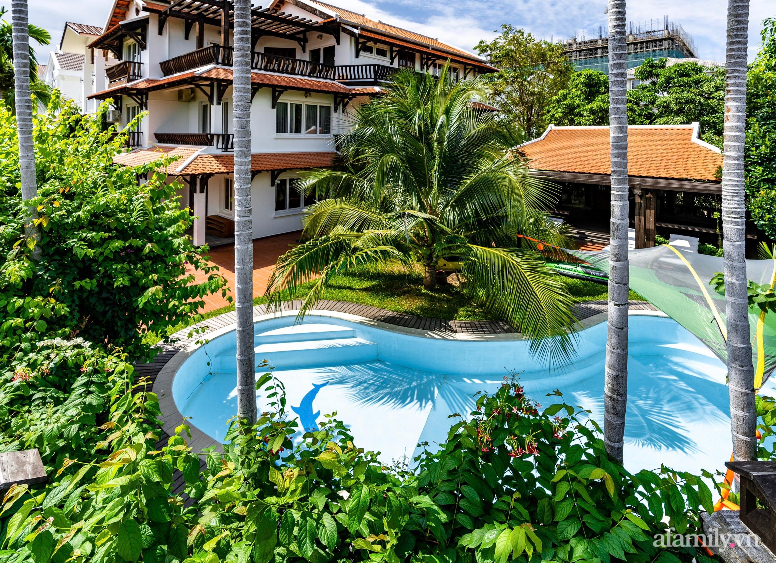 Căn nhà vườn xây 10 năm vẫn đẹp hút mắt với nội thất gỗ và cây xanh quanh nhà ở Nha Trang-31