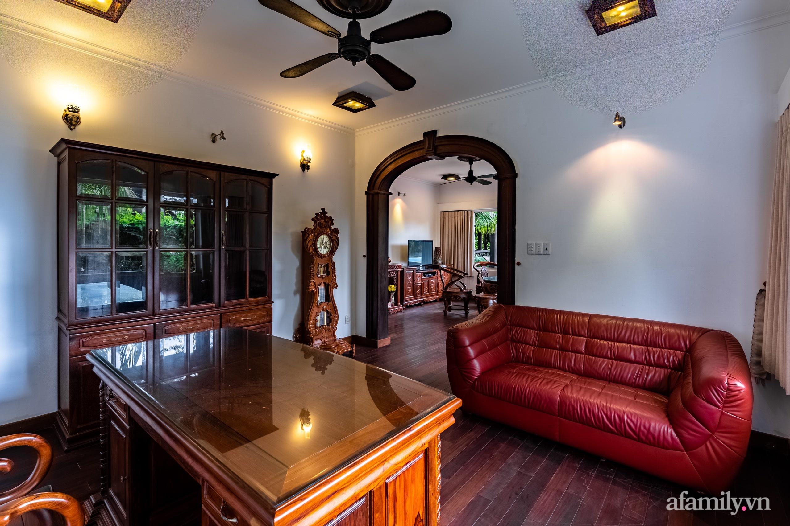 Căn nhà vườn xây 10 năm vẫn đẹp hút mắt với nội thất gỗ và cây xanh quanh nhà ở Nha Trang-14