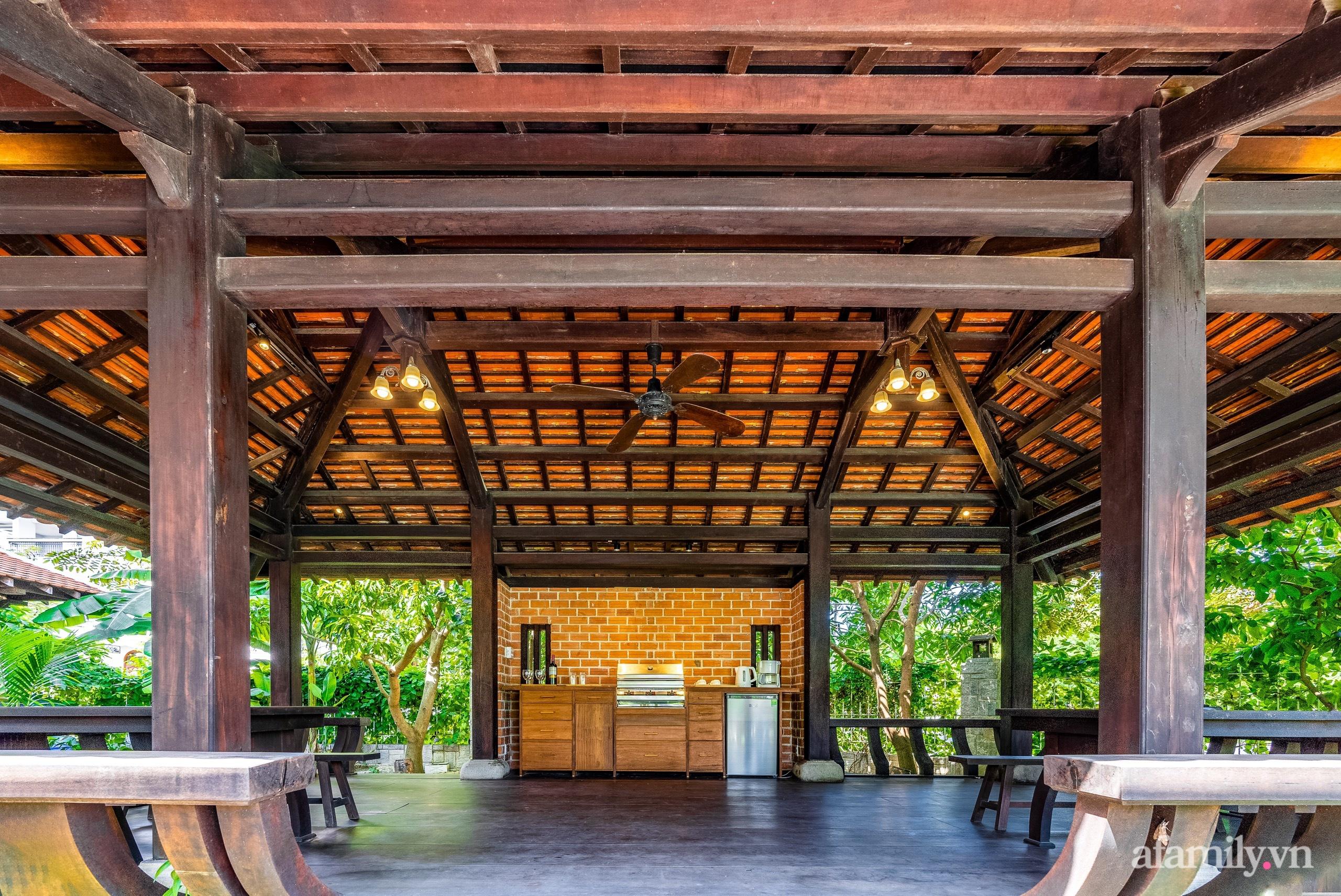 Căn nhà vườn xây 10 năm vẫn đẹp hút mắt với nội thất gỗ và cây xanh quanh nhà ở Nha Trang-6