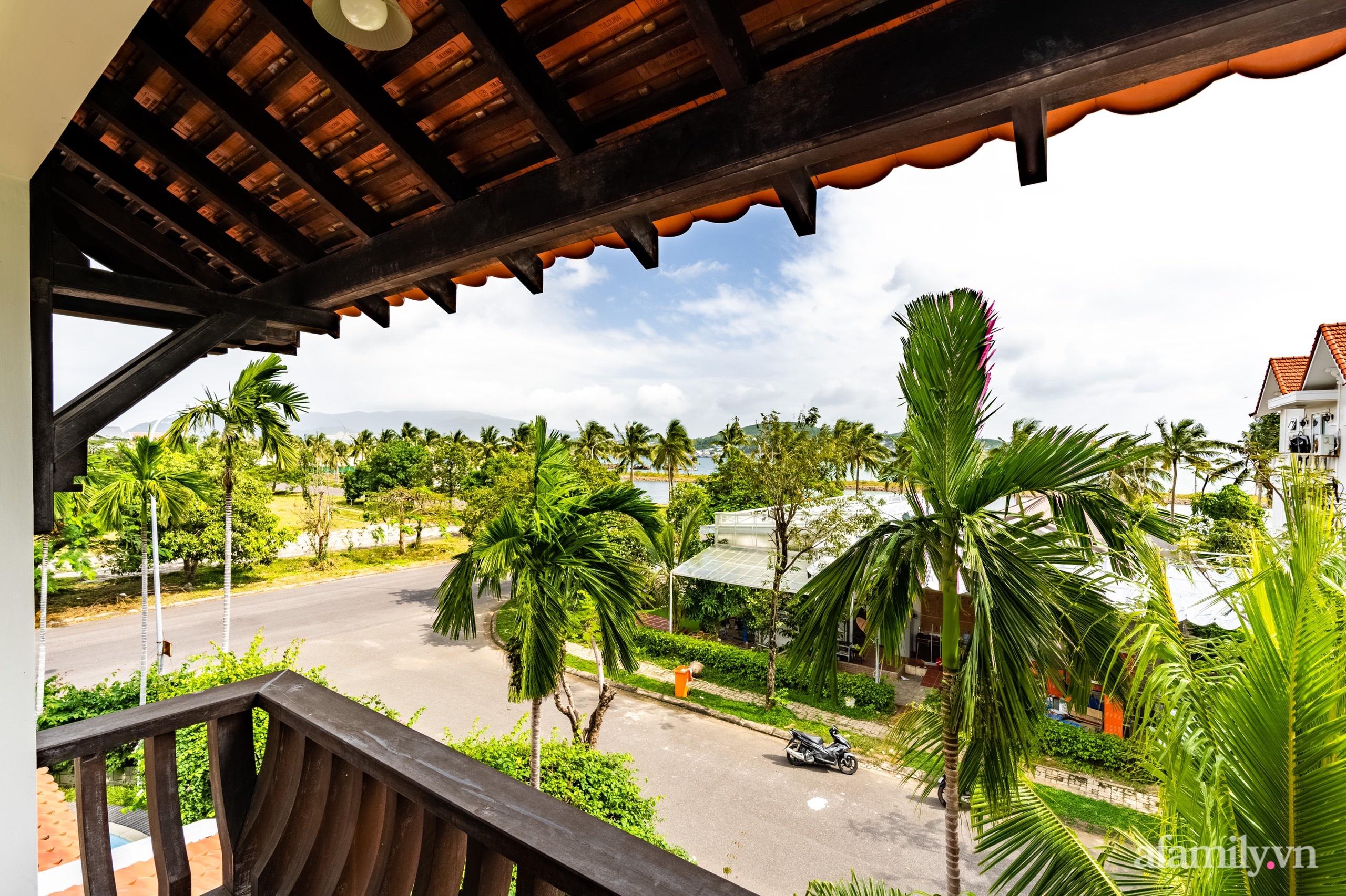 Căn nhà vườn xây 10 năm vẫn đẹp hút mắt với nội thất gỗ và cây xanh quanh nhà ở Nha Trang-27