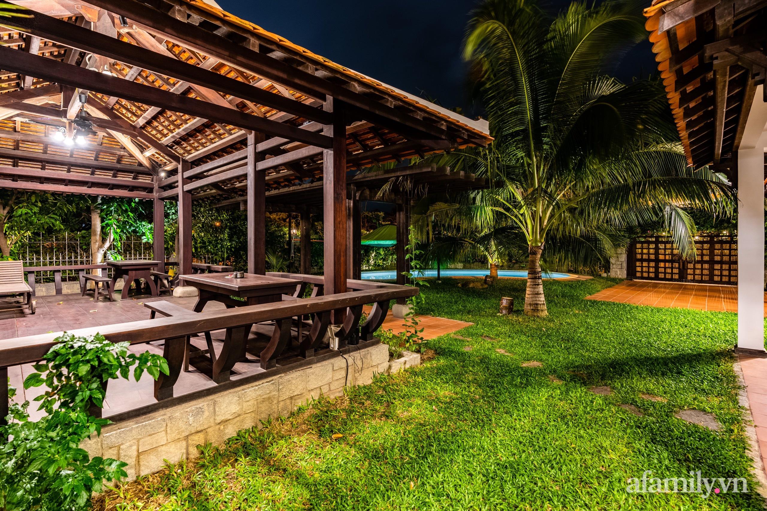 Căn nhà vườn xây 10 năm vẫn đẹp hút mắt với nội thất gỗ và cây xanh quanh nhà ở Nha Trang-8