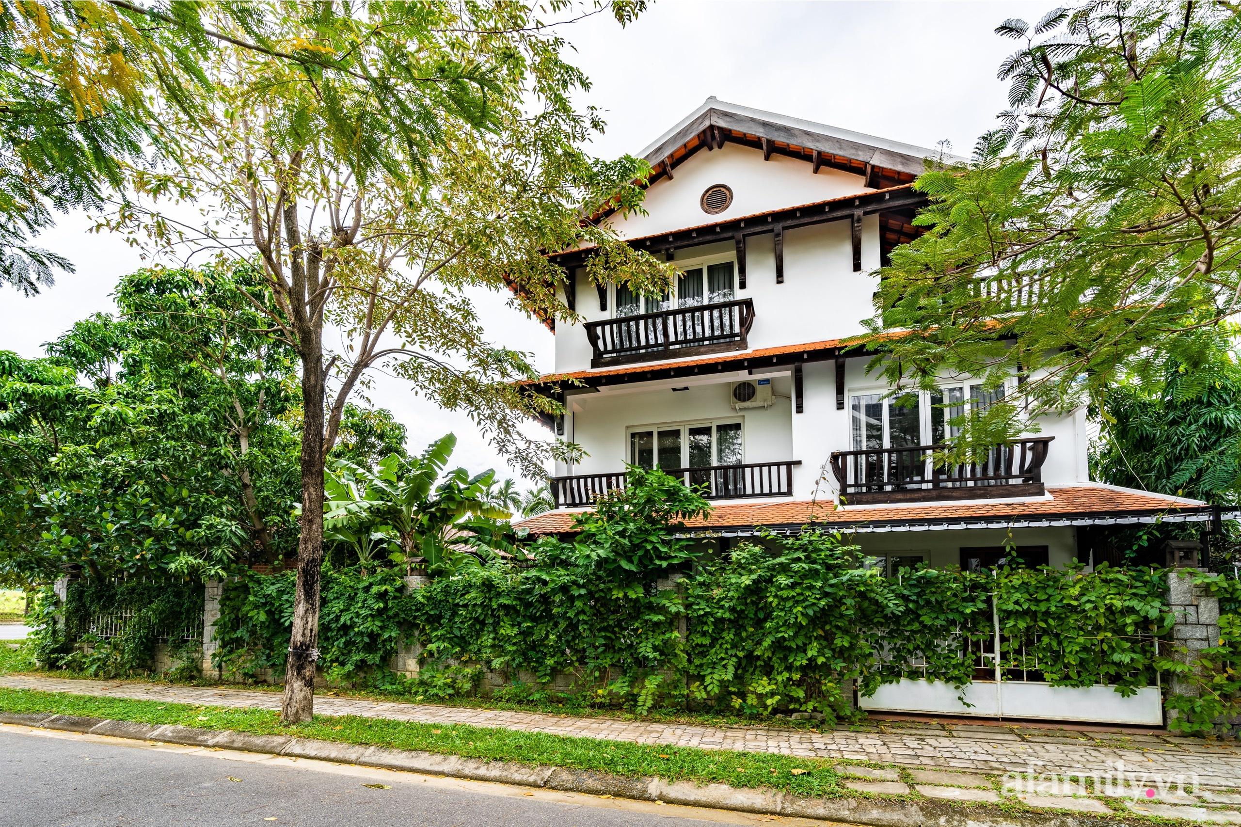 Căn nhà vườn xây 10 năm vẫn đẹp hút mắt với nội thất gỗ và cây xanh quanh nhà ở Nha Trang-3
