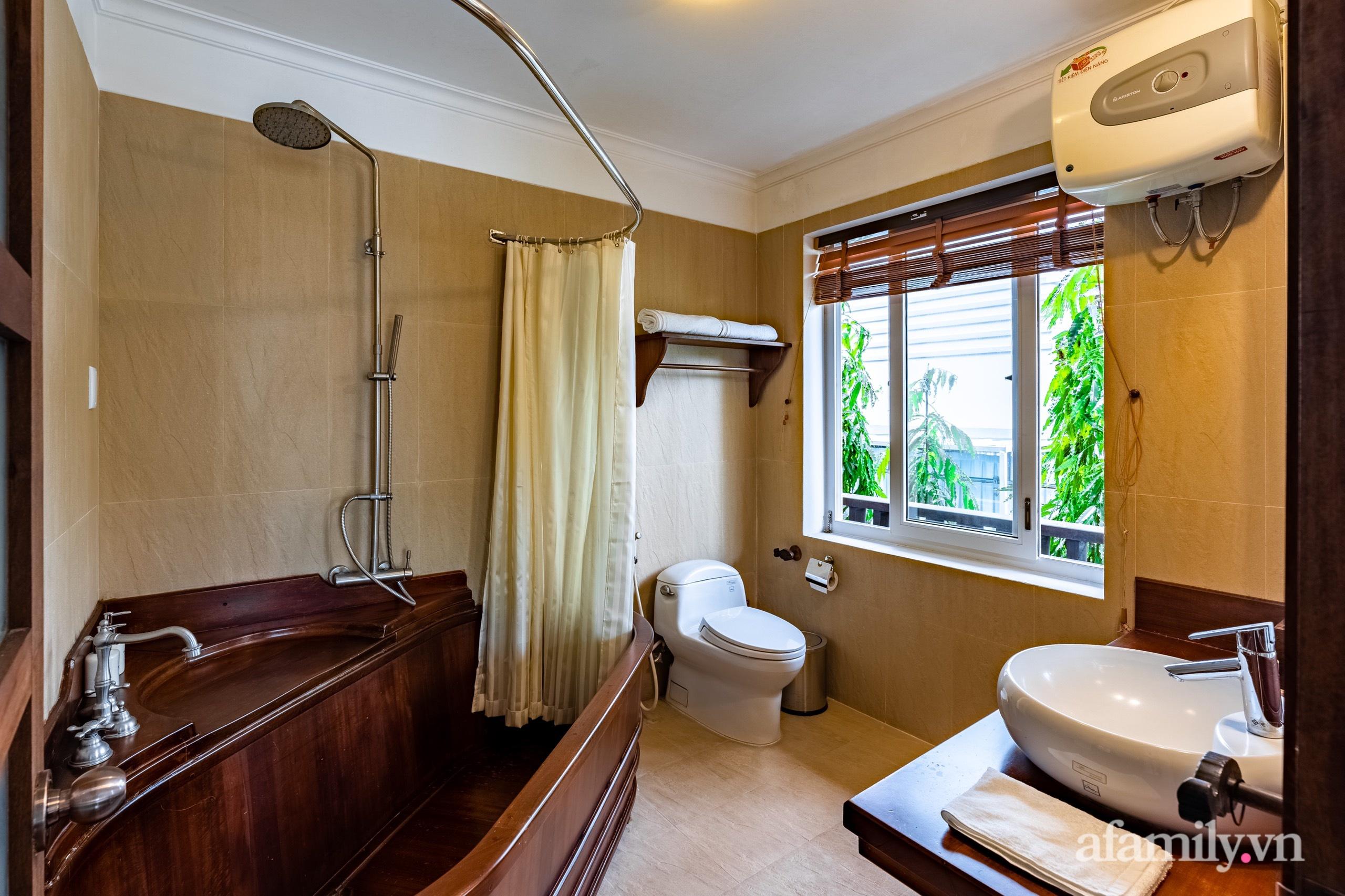 Căn nhà vườn xây 10 năm vẫn đẹp hút mắt với nội thất gỗ và cây xanh quanh nhà ở Nha Trang-18