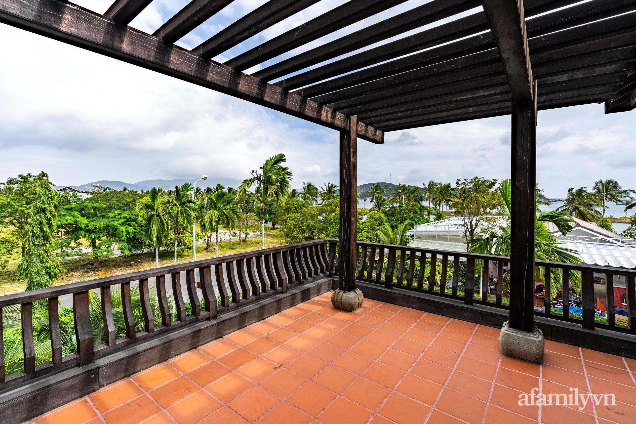 Căn nhà vườn xây 10 năm vẫn đẹp hút mắt với nội thất gỗ và cây xanh quanh nhà ở Nha Trang-28