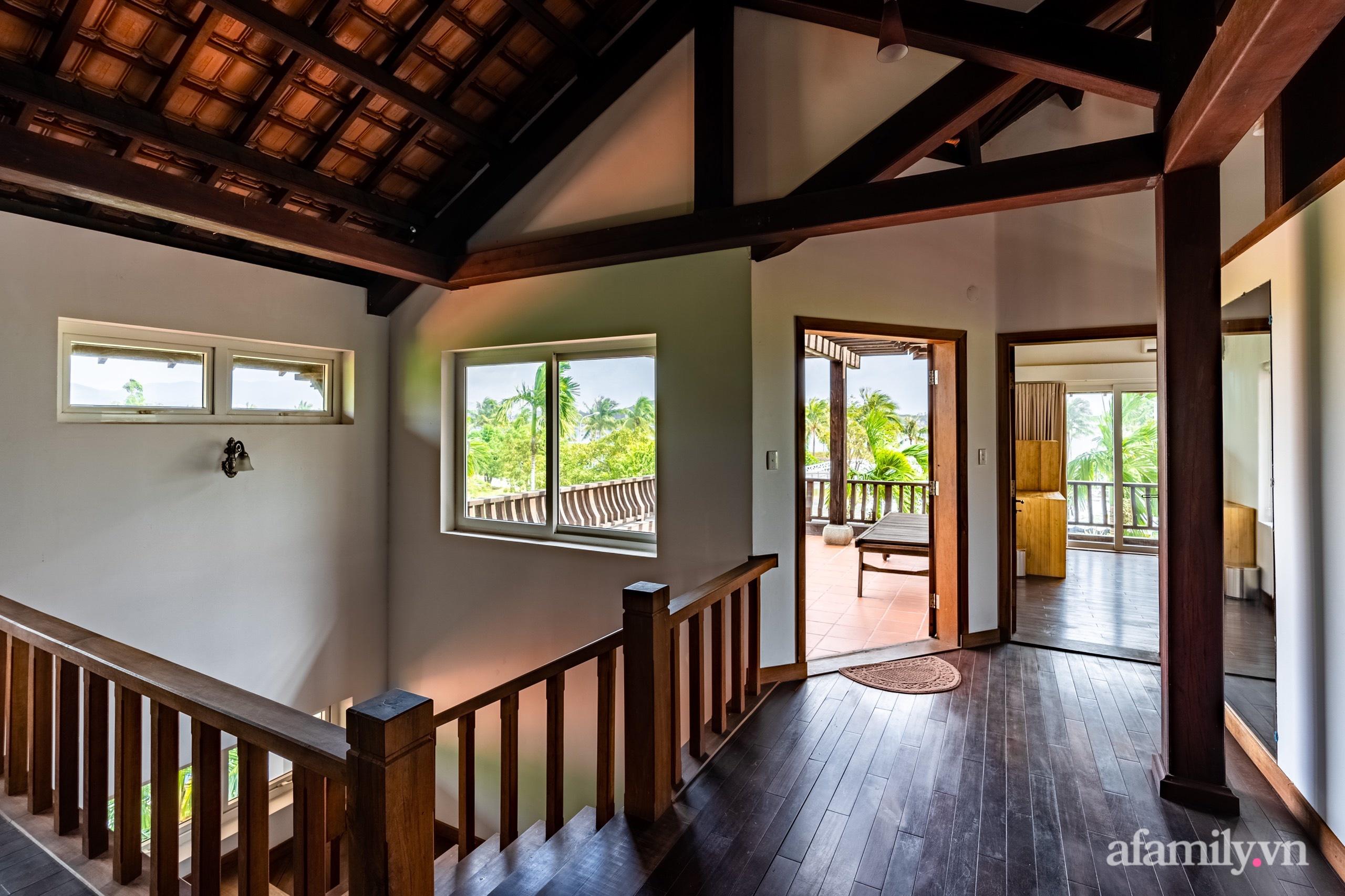 Căn nhà vườn xây 10 năm vẫn đẹp hút mắt với nội thất gỗ và cây xanh quanh nhà ở Nha Trang-19
