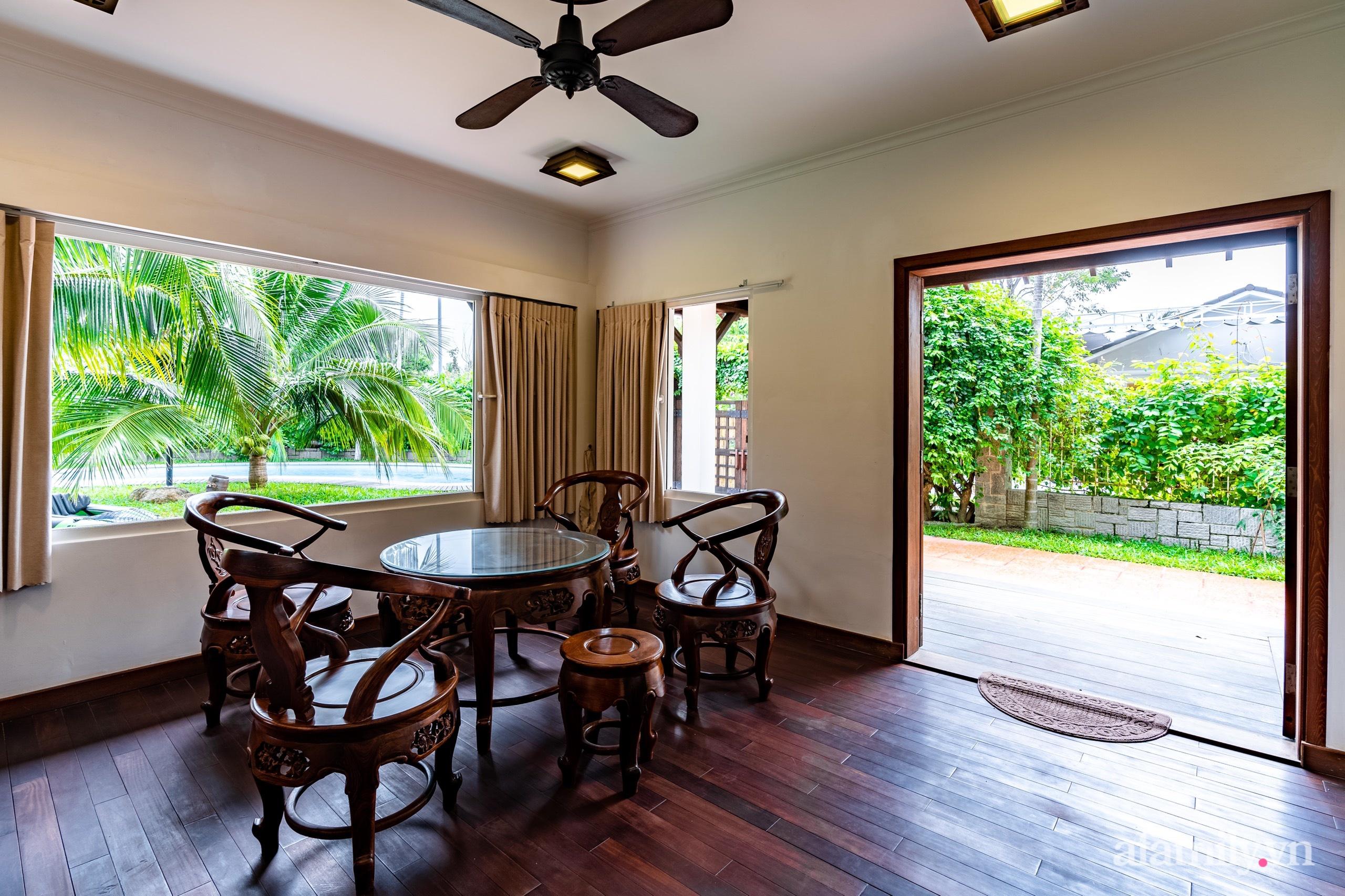Căn nhà vườn xây 10 năm vẫn đẹp hút mắt với nội thất gỗ và cây xanh quanh nhà ở Nha Trang-13