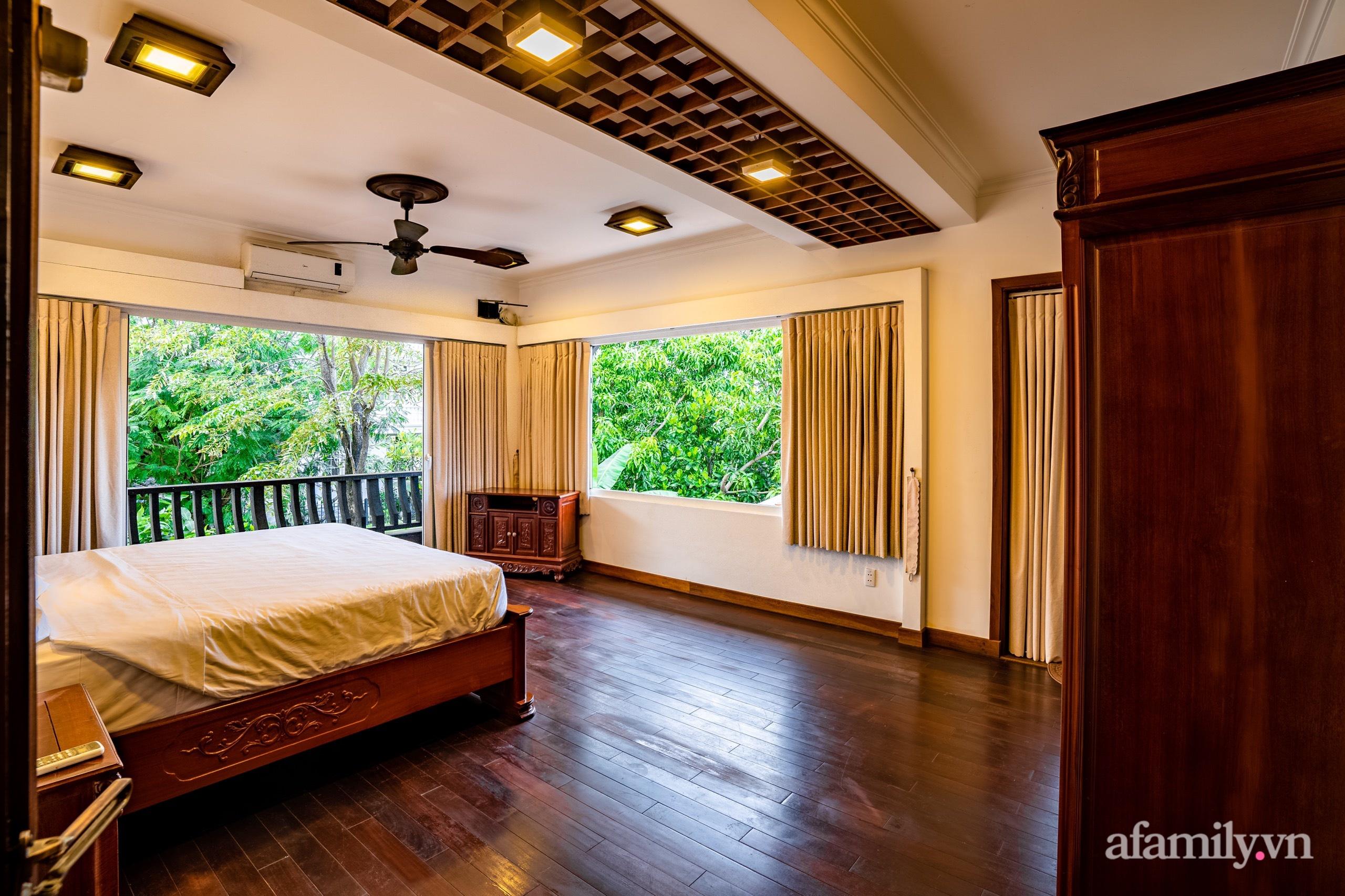 Căn nhà vườn xây 10 năm vẫn đẹp hút mắt với nội thất gỗ và cây xanh quanh nhà ở Nha Trang-20