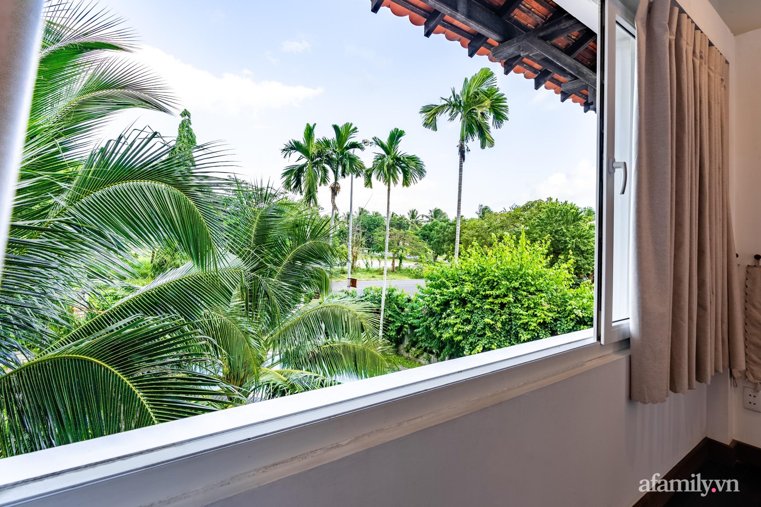 Căn nhà vườn xây 10 năm vẫn đẹp hút mắt với nội thất gỗ và cây xanh quanh nhà ở Nha Trang-25