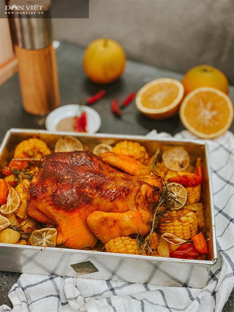 Trời lạnh xuýt xoa với món gà nướng nguyên con với cam và củ quả-2