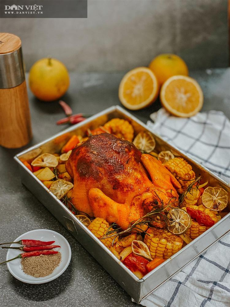 Trời lạnh xuýt xoa với món gà nướng nguyên con với cam và củ quả-3