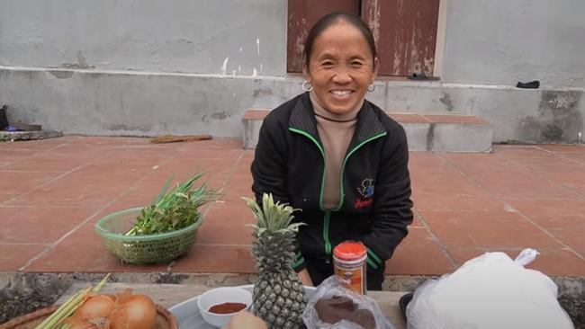 Dùng bột ớt Hàn Quốc để nấu tô bún bò Huế khổng lồ, bà Tân khiến ai cũng giật mình vì kết quả-1