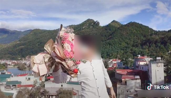 Phẫn nộ: Nhiều người liên tục tấn công tài khoản TikTok của nam thanh niên Lào Cai ngã từ mái nhà tử vong bằng những lời lẽ khiếm nhã, nhiếc móc-1