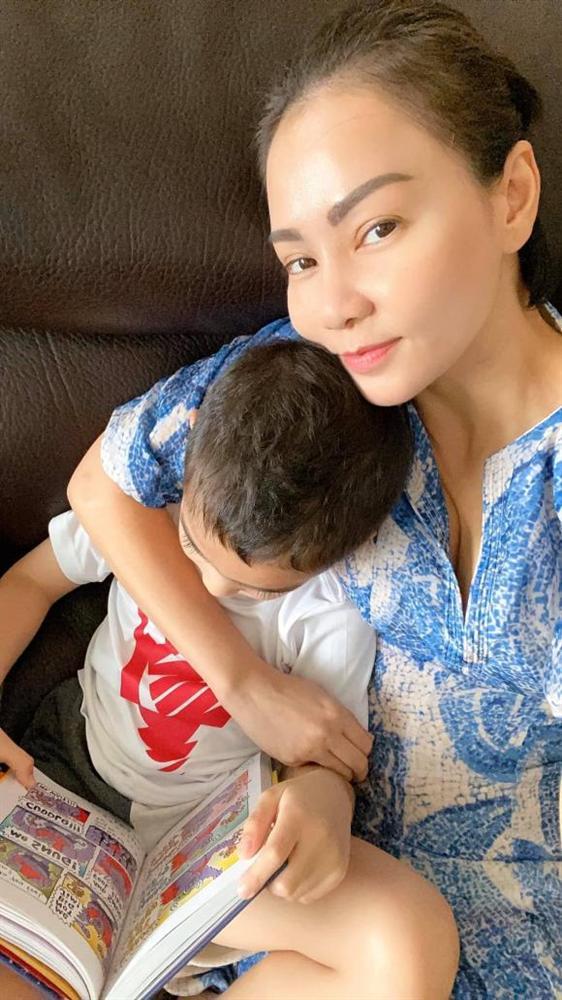 Mới 5 tuổi, con trai Thu Minh đã biết đọc truyện và làm toán thành thạo của bé 10 tuổi-5