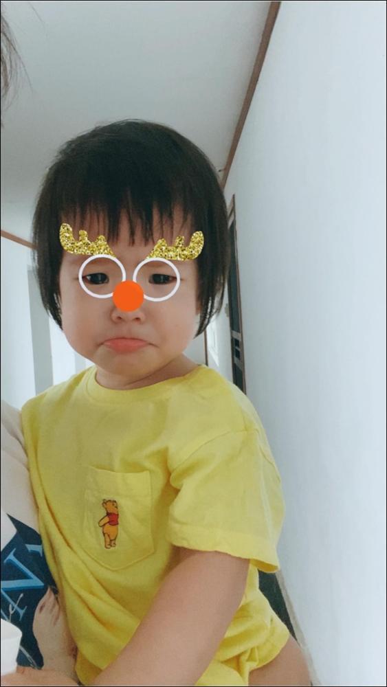 Hơn 1 tuổi con gái Lê Phương đã biếttự cầm thìa xúc cơmăn ngon lành, ai cũng tấm tắc khen con giỏi, mẹ khéo chăm-6