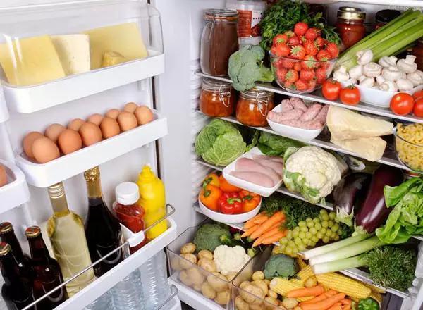 Tủ lạnh gia đình luôn chạy 24/24, áp dụng ngay những tuyệt chiêu dưới đây để không bị đau ví khi thanh toán tiền điện mỗi tháng-7