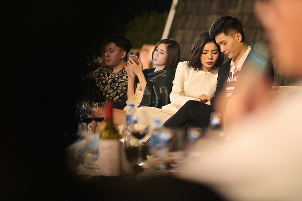 """Lâm Bảo Châu đăng ảnh nắm tay và tựa đầu vào ai kia"""", netizen soi ngay ra chi tiết chứng minh đó là Lệ Quyên-4"""