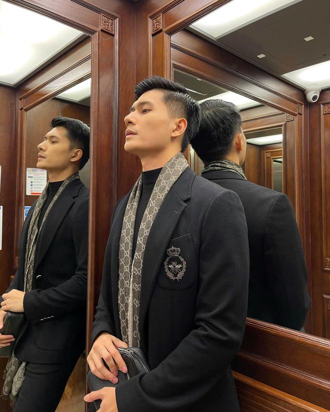 """Lâm Bảo Châu đăng ảnh nắm tay và tựa đầu vào ai kia"""", netizen soi ngay ra chi tiết chứng minh đó là Lệ Quyên-7"""