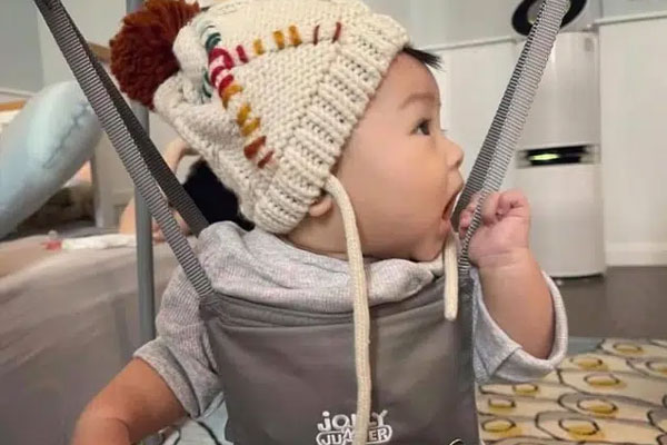 Đàm Thu Trang lần đầu tiết lộ cận cảnh gương mặt con gái cưng