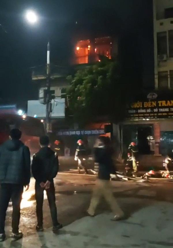 Clip cận cảnh vụ cháy cửa hàng tạp hóa ở Thái Bình khiến nữ sinh lớp 9 tử vong-2