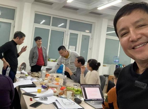 Ảnh hậu trường Táo Quân 2021 hé lộ bữa ăn vội của dàn nghệ sĩ tập luyện tận khuya: Nhìn bàn ăn mà fan không khỏi lo lắng!-2