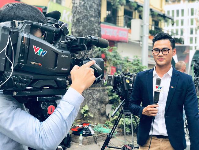 MC Thời sự nam trẻ nhất VTV khiến hội chị em đứng hình vì quá điển trai, biết thêm công việc bên ngoài của anh chàng lại càng bất ngờ hơn-2
