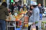 Đến chợ nhà giàu dịp cận Tết, choáng với con gà giá NỬA TRIỆU nhưng chị em vẫn quyết săn cho bằng được-19