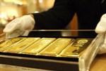 Nhà đầu tư chốt lời, giá vàng giảm mạnh-2