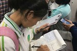 Nữ sinh viết bài luận về ước mơ, giáo viên đọc xong bị sốc nặng, liền thẳng thừng phê: 'Không thể chấp nhận được'