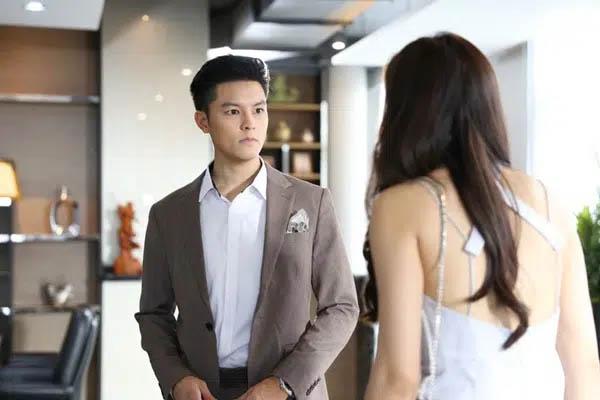 Hí hửng tưởng được dự tiệc tất niên công ty của chồng, nào ngờ bị quát Cho đi để mất mặt à, vợ liền tạo bất ngờ khiến anh ta điếng người-2