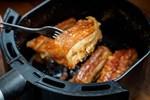 Muốn nấu ăn ngon bằng nồi chiên không dầu, hãy ghi nhớ 9 mẹo dưới đây