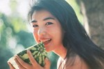 Dùng chai thảo dược thiên nhiên làm đẹp cấp tốc ăn Tết, mặt người phụ nữ 40 tuổi bỏng rát và biến dạng nặng nề-5