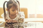 'Mẹ ơi, cho con tiền đi mẹ': Khi con bỗng nhiên hỏi xin tiền thì dù thế nào cha mẹ cũng tuyệt đối không nói 3 điều này