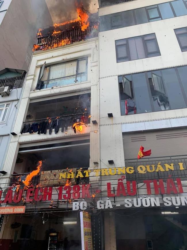 Hà Nội: Cháy dữ dội tại quán lẩu trên phố Thượng Đình, người dân hoảng loạn bỏ chạy, nhiều tài sản bị thiêu rụi-3