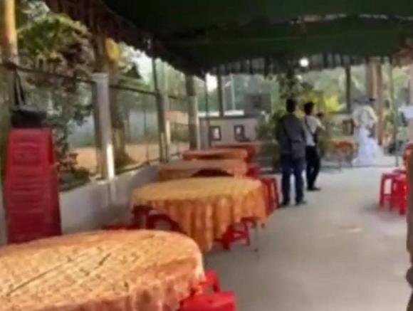 Tro cốt của cố ca sĩ Vân Quang Long về đến Đồng Tháp, gia đình tổ chức lễ an táng ấm cúng-4