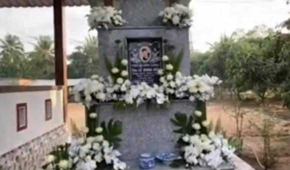 Tro cốt của cố ca sĩ Vân Quang Long về đến Đồng Tháp, gia đình tổ chức lễ an táng ấm cúng-5